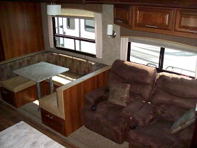 Used Wildcat 323RBX Bunkhouse Fifth Wheel